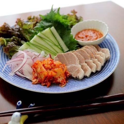簡単なのに豪華みえ♪韓国のゆで豚「ポッサム」が週末のごはんにぴったり