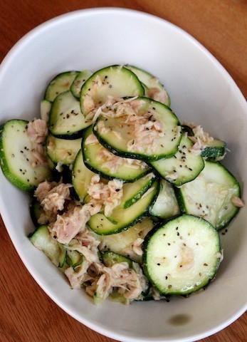 【炒める以外にも使える】この夏は「ズッキーニ」をサラダで食べよう!