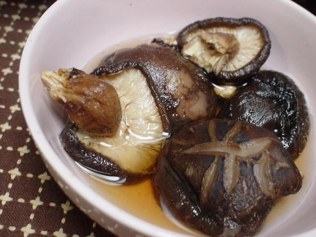 【爆速ワザ】たった1分!「干し椎茸」を旨みたっぷりの状態で戻せる方法