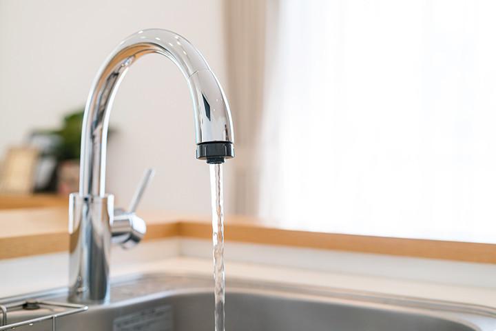在宅時間が増えた今年は要注意!夏本番に備える「水道・電気代」の節約方法