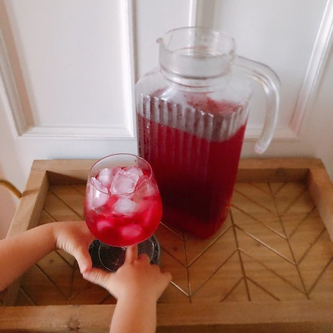 親子でできる簡単手しごと♪子どもも喜ぶ「赤しそジュース」づくりのコツ【子どもの心を育てるレシピ vol.1】