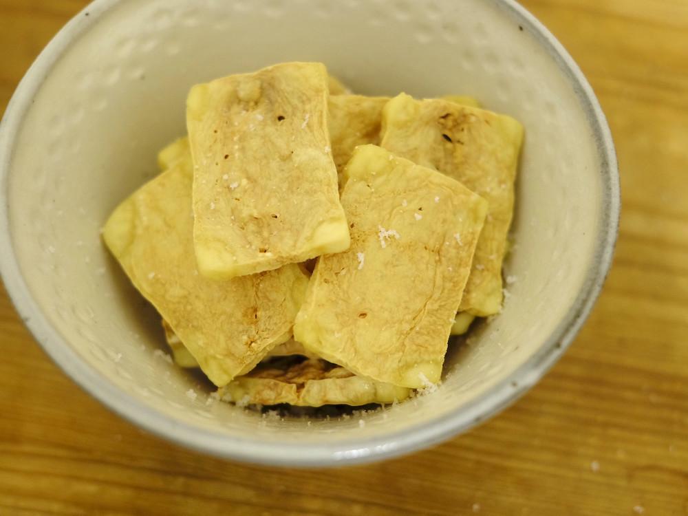 レンジで簡単「パリパリお豆腐チップス」が家飲みにおすすめ【工藤詩織の「お豆腐」進化論 Vol.20】
