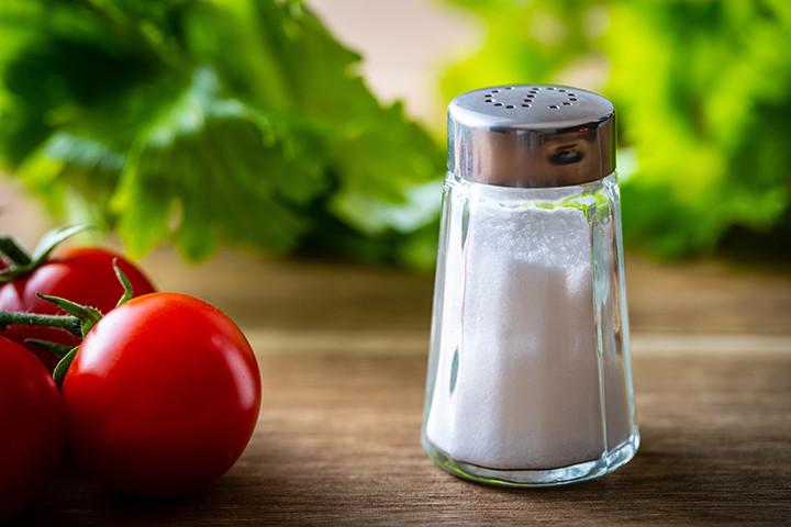 諦めないで!カチカチになった「塩」をサラサラにする方法
