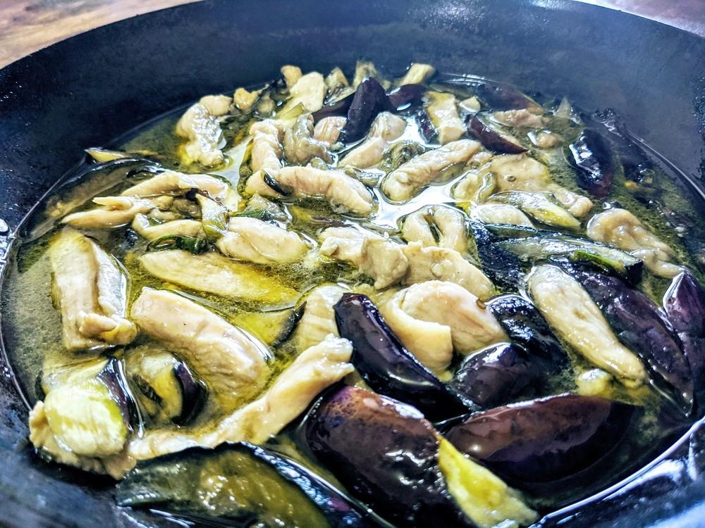 とろける「茄子と鶏むね肉のアヒージョ」と、そのオイルで作る「そうめんチャンプルー」