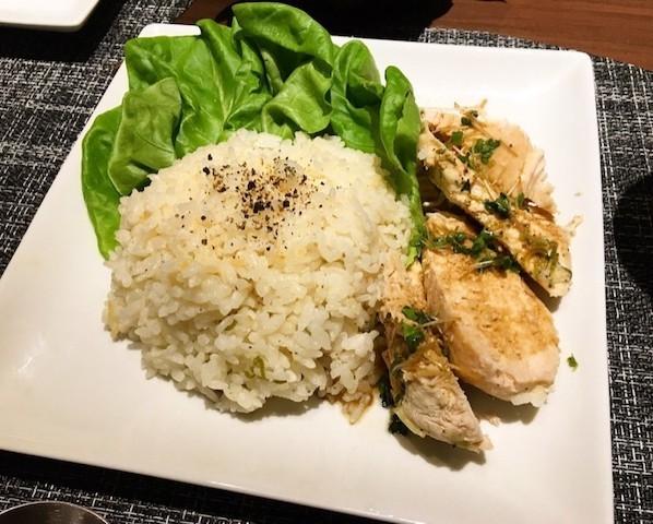 炊飯器で簡単!鶏むね肉で作る「海南チキンライス」がランチにおすすめ
