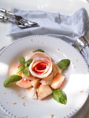 アレンジレシピも豊富!大流行した「桃モッツァレラ」で夏の食卓を気分転換♪