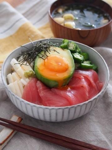 トロトロでコクうま☆「アボカド×卵」丼5選