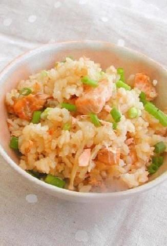 食物繊維たっぷりなのに低カロリー!秋を感じる「鮭×きのこ」の主食5選