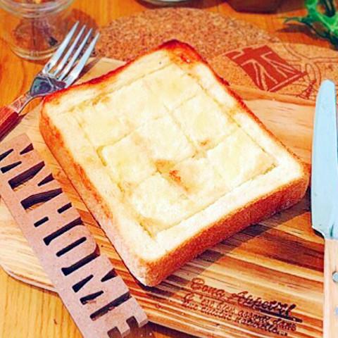 【手軽にあの味】おやつにオススメ♪簡単にできちゃう「塩バタートースト」