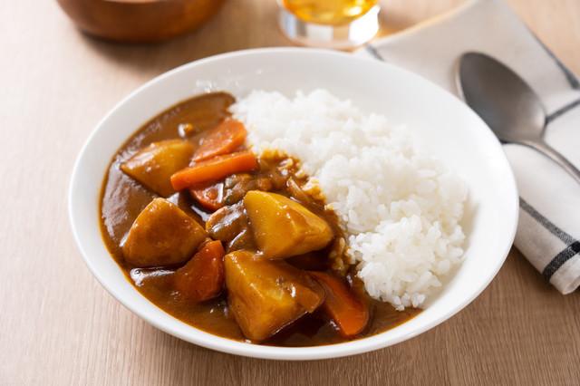 夏休みにおすすめ!子どもの初めての料理は「カレーライス」で決まり【おりょうりえほん vol.12】