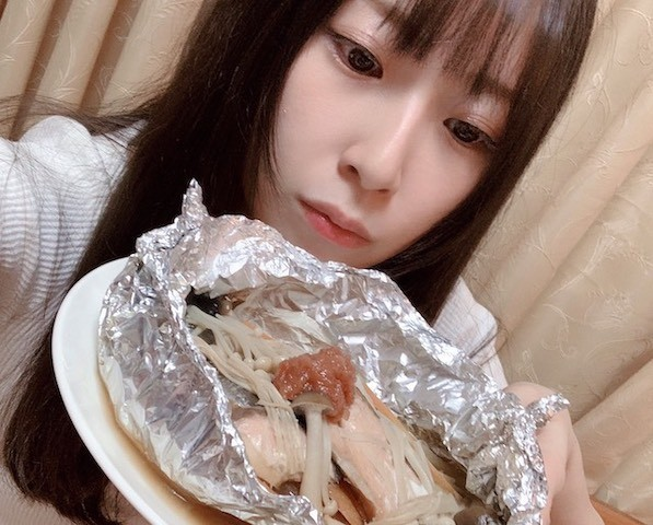 母のお弁当おかずの定番!秋の味覚たっぷり「鮭とキノコのバター蒸し焼き」【高柳明音の懐かしレシピ vol.5】