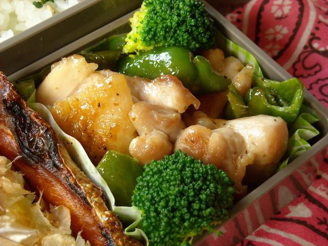 忙しい朝のお弁当作りに◎炒め物の味付けは「ドレッシング」にお任せ!