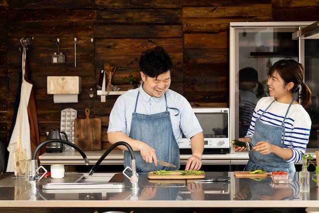 """冷蔵庫の野菜は全部カレーに!料理家ユニット『ぐっち夫婦』おすすめの""""食材使いきり""""術を大公開"""