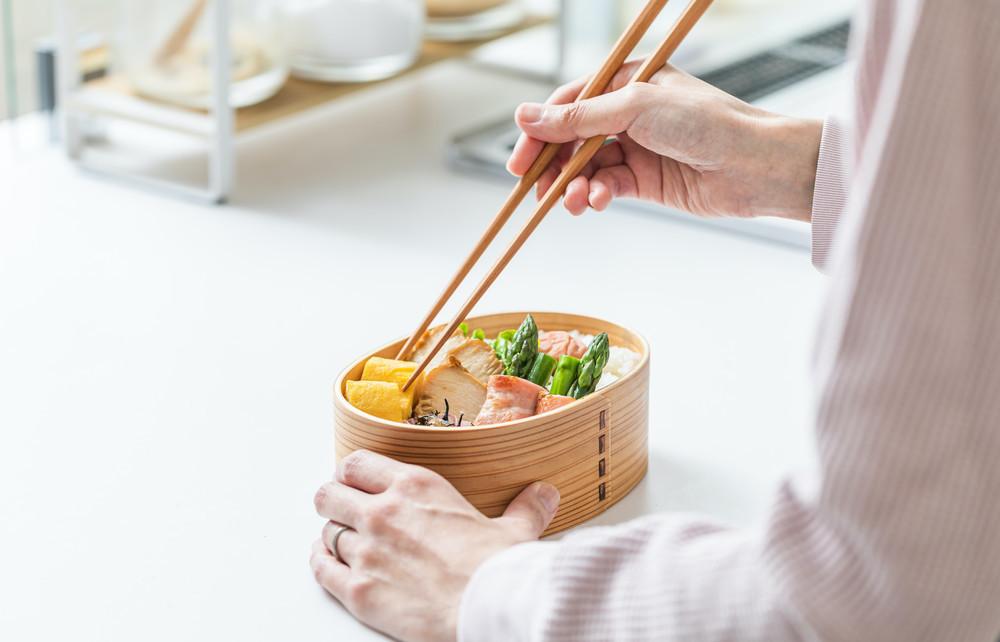 【食中毒予防のお弁当作り】手指の傷を介して発生する食中毒に注意!