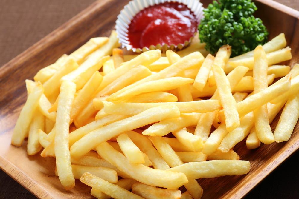 【油不要でカリカリに】揚げない「冷凍ポテト」がお手軽&美味!
