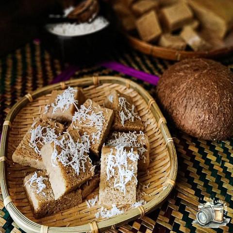 スクエアカットの「黒糖ケーキ」ふんわりココナッツ風味で♪【世界のクックパッドのスイーツ】