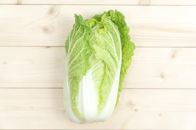 ポロポロした葉はもう出さない!「白菜」をきれいに切る方法