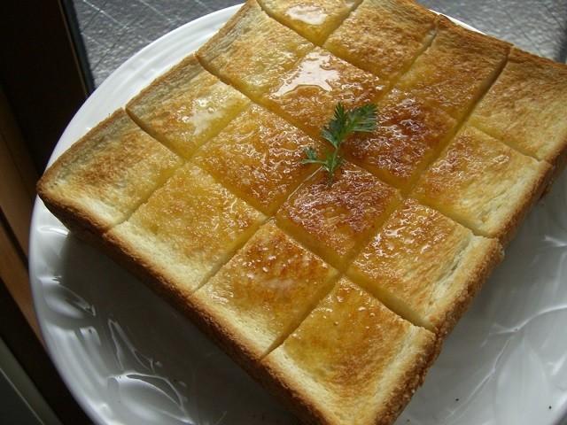 余った「ホットケーキシロップ」はトーストに使うと絶品に!
