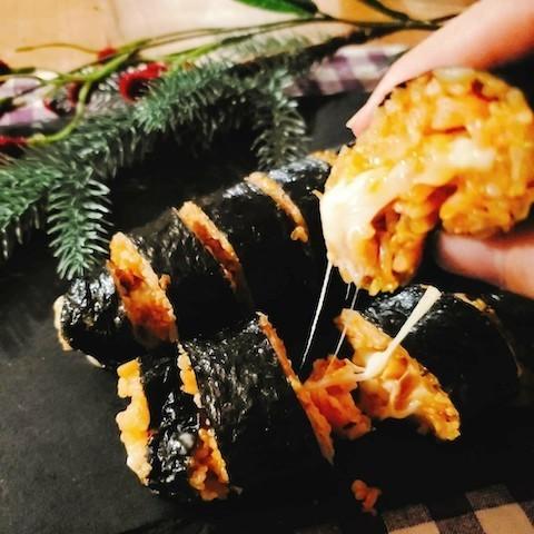 とろ〜り伸びるチーズに大興奮!韓国グルメ「チーズキンパ」が日本で人気急上昇