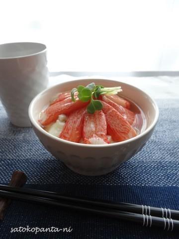 簡単ランチに♪とろとろで体が温まる「豆腐×カニ風味かまぼこ丼」の味バリエ