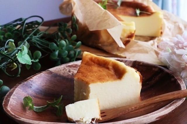 ミキサーなしでお店のような味わい♪とろとろ美味な「バスクチーズケーキ」
