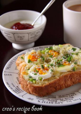 濃厚でとろけるおいしさ。「たまごチーズトースト」の朝ごはん