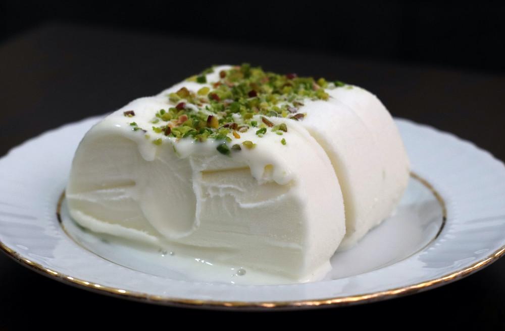 """【#平成レトロな料理たち】日本人のアイスの概念がひっくり返った!「トルコ風アイス」は""""遊べる""""のが魅力だった"""