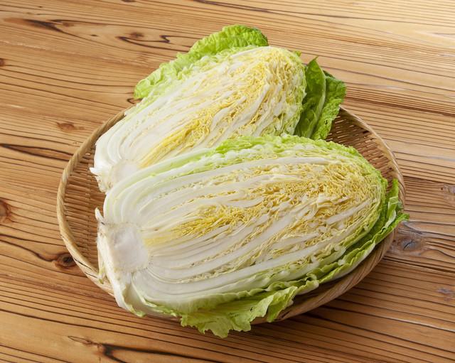 【裏ワザ】鍋でとろ〜り美味になる「白菜の芯」の切り方3選