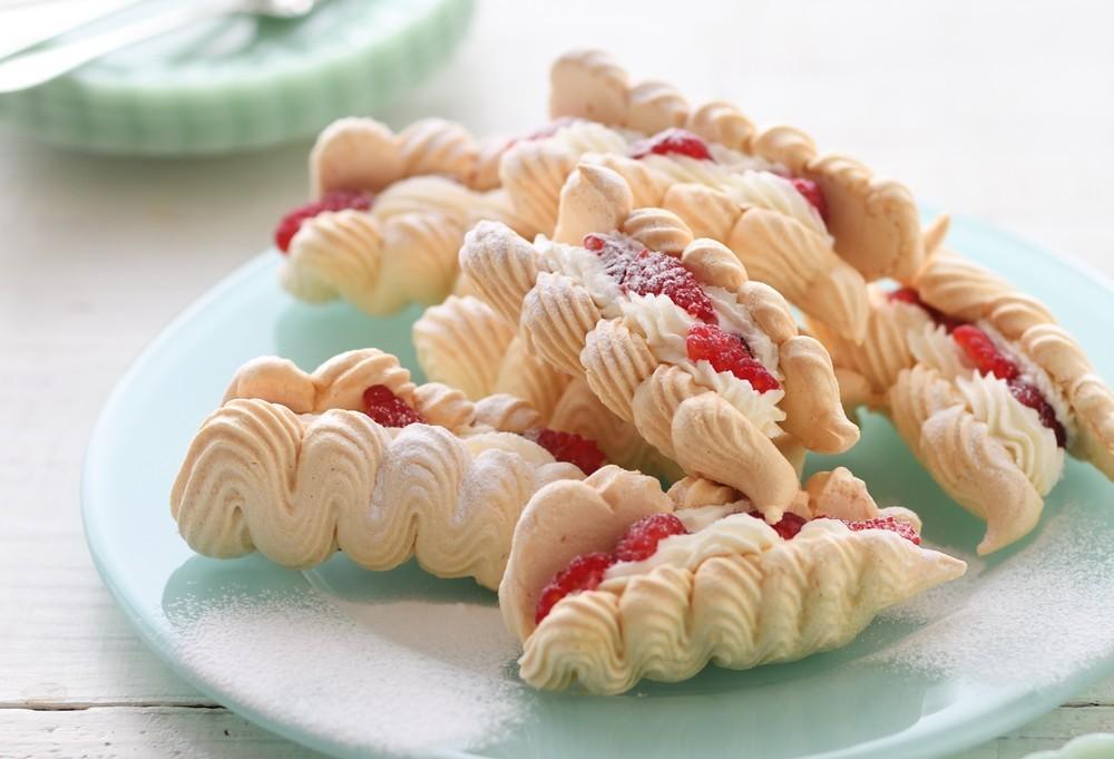 極上のサクしゅわ食感!クリスマスにぴったりな「ムラングシャンティ」【材料4つで本当においしいお菓子 Vol.20】
