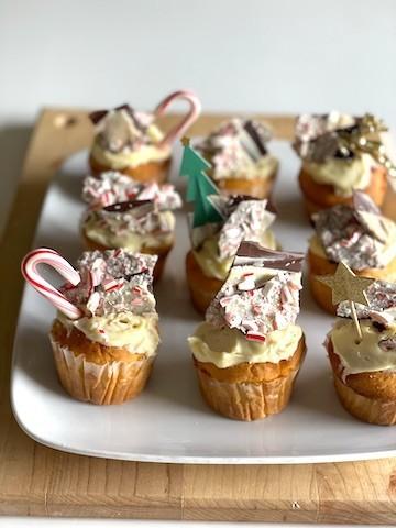 アメリカのクリスマスの定番!ステッキ型の「キャンディケーン」で作るチョコスイーツ