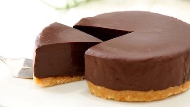 極上のとろける食感。材料3つで作れる「濃厚生チョコケーキ」