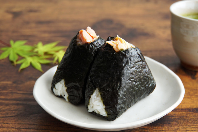◯◯をすると絶品に!「ツナマヨ」おにぎりをおいしく作るコツ