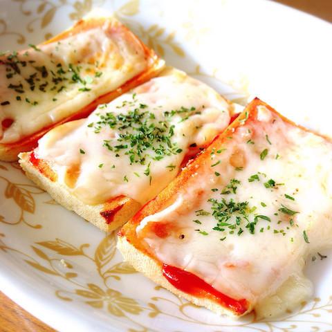 帰宅後5分で糖質オフレシピが完成!チーズがとろ〜り「高野豆腐ピザ」
