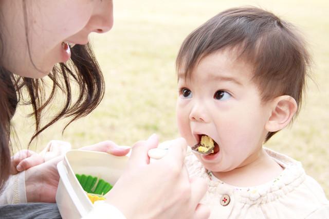 赤ちゃんに食べさせてはいけない食材はコレ!