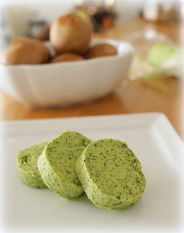 【冷凍保存もOK】おうちのバターをアレンジ!万能調味料「エスカルゴバター」を作ってみよう