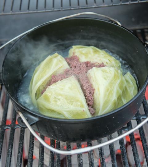 簡単キャンプおかず!「丸ごとキャベツ鍋」