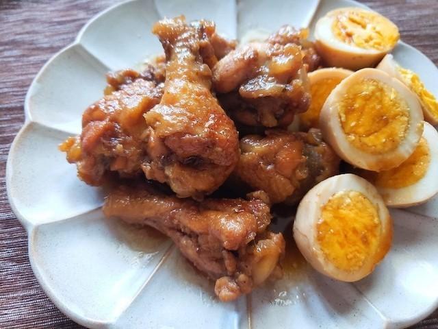 箸でホロッとほぐれる!味しみ「手羽元と卵の簡単煮」