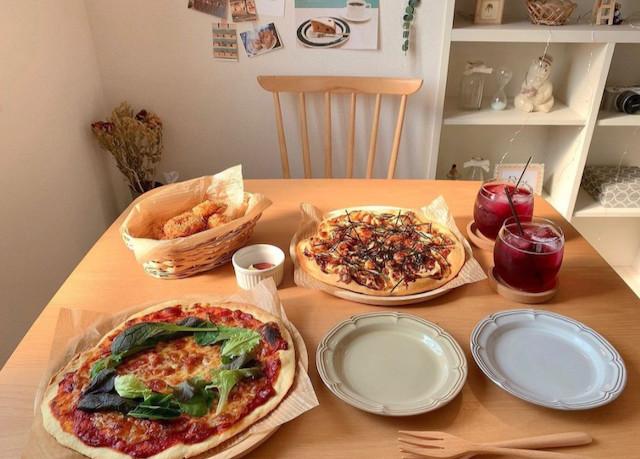 連休中に家族と作りたい!イベント感高まる「マルゲリータ&照り焼きピザ」