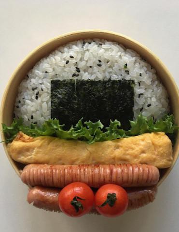新しいお米の詰め方!?おにぎりがすっぽり入る「曲げわっぱ弁当」