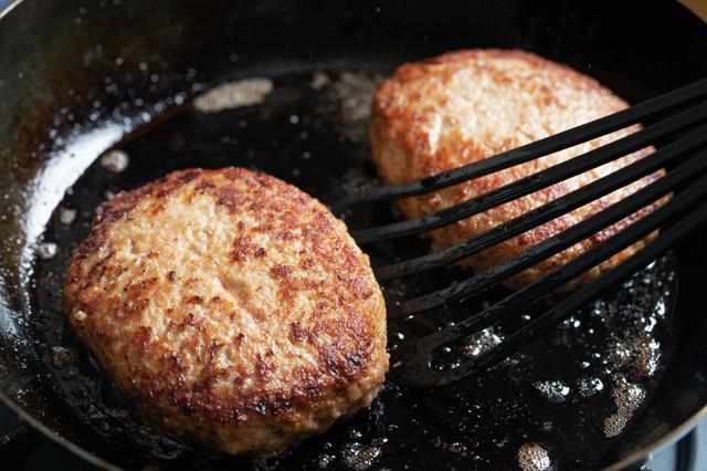 食中毒になる恐れも!お肉の「生焼け」、どうしたら防げる?