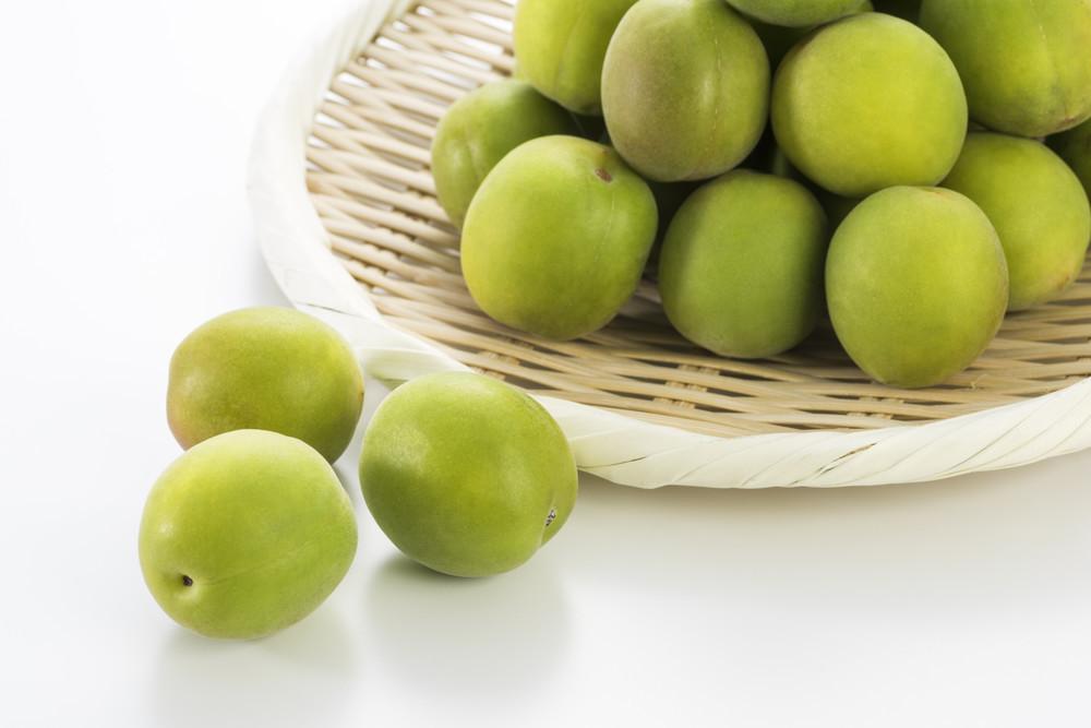 未熟な「梅」や「あんず」には危険も!?身近な果物に潜む食中毒を知ろう