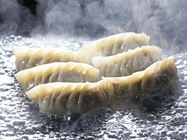 「宇都宮餃子」VS「浜松餃子」、あなたはどちらを選びますか?