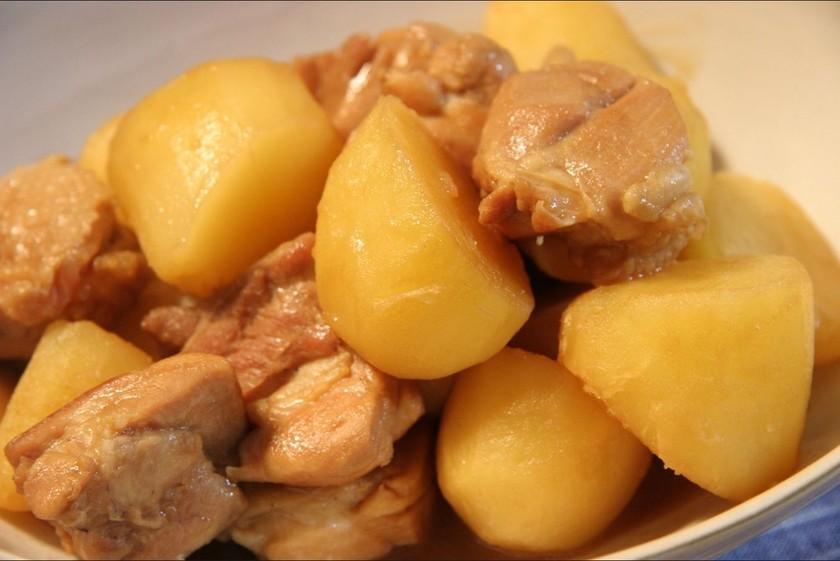 お酢でさっぱり、鶏とジャガイモのうま煮