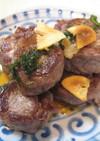 「自家製成型肉」ステーキ、米沢牛風味。