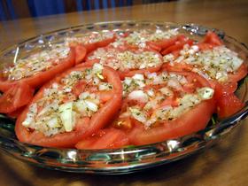 トマトがドレッシングになるサラダ