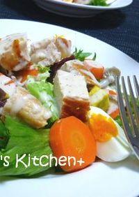 パリパリチキンと温野菜のシーザーサラダ