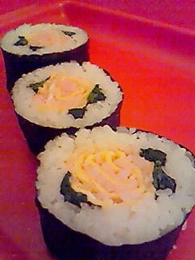 お花見に☆簡単バラの花巻き寿司♪