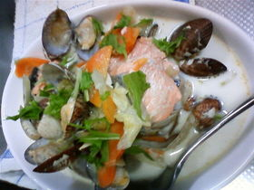 腰痛に効く鮭とアサリのホワイトスープ