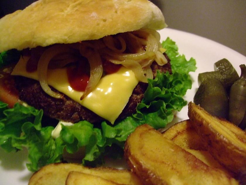 アメリカ風ビーフのハンバーガー
