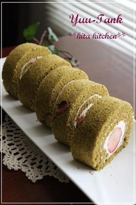ひな祭りカラー♪苺と桜の抹茶ロールケーキ